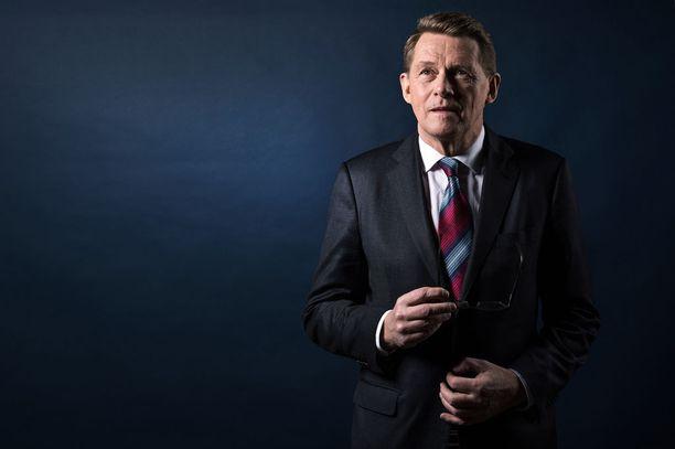 """Matti Vanhanen hämmästytti, kun hän vertasi HS:lle Suomen ja Ruotsin mahdollista Nato-jäsenyyttä Venäjän toimiin Ukrainassa. Vanhanen kuvailee rinnastustaan """"epäonniseksi"""" ja sanoo tarkoittaneensa sitä, että päätös muuttaisi Pohjois-Euroopan """"stabiilia asetelmaa""""."""