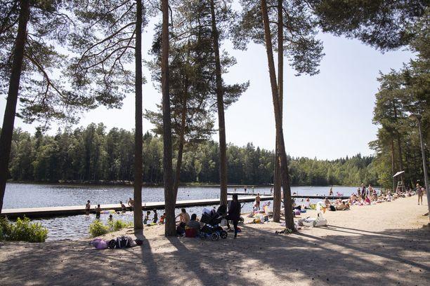 Kuusijärvi on suosittu uimapaikka Vantaalla.