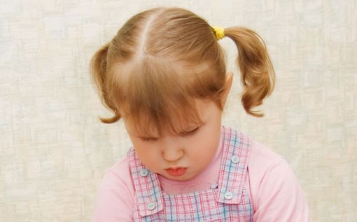 Istuuko lapsesi W-asennossa? Voi tuoda pysyviä ongelmia - näin ohjaat oikeaan asentoon