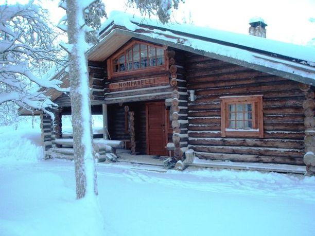 Tämä 167 neliön hirsimökki sijaitsee hiihtolatujen ja vaellusreittien nurkilla. Neljän makuuhuoneen lomamaja maksaa 250 000 euroa.