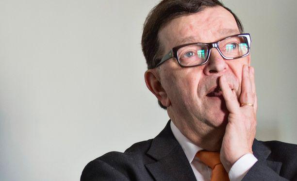 Väyrynen haluaa kansanäänestyksen Suomen eurojäsenyydestä.