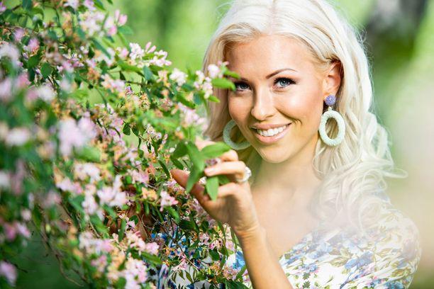 Maisa on henkeen ja vereen mökki-ihminen. Jatkossa hän nauttii mökkeilystä Itä-Suomeen rakentuvalla omalla mökillä.