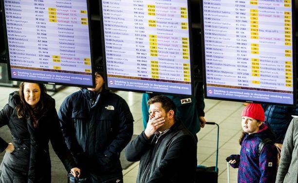 Sadat lennot peruuntuivat tai viivästyivät Schipholissa.