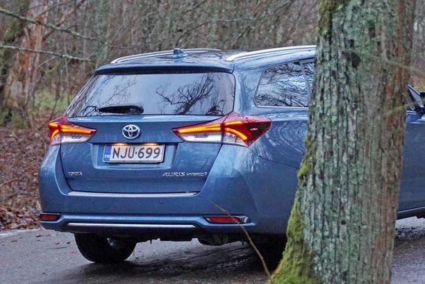 Toyota Auris Hybridin hinta singahti lähes tonnilla ylöspäin veromuutoksen takia. (Kuvan auto ei liity tapaukseen).
