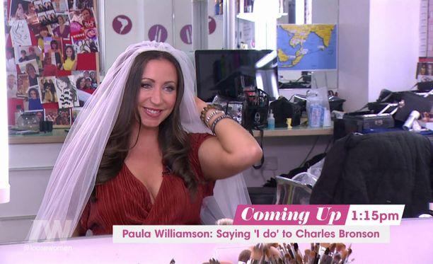 Paula Williamson on nyt onnellinen aviovaimo.