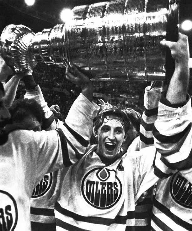 Wayne Gretzky voitti urallaan upeat neljä Stanley Cupia. Kuva vuodelta 1984.
