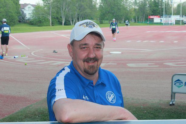 Vimpelin kannattaja Janne Vesala ihmettelee vaisua alkukautta.