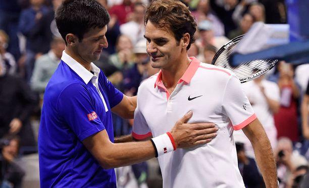 Novak Djokovic ylisti Roger Federeriä.