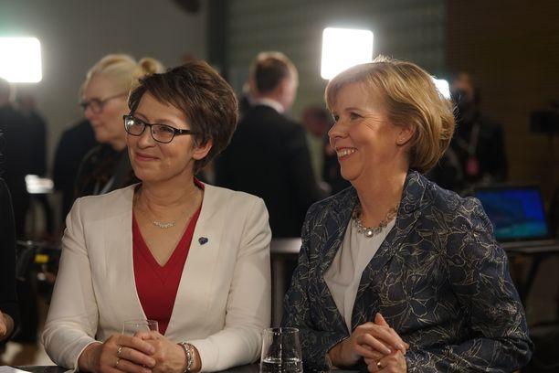 Maltilliset tuuletukset. Kristillisdemokraattien puheenjohtaja Sari Essyah ja RKP:n puheenjohtaja Anna-Maja Henriksson olivat kumpikin tyytyväisiä puolueidensa tuloksiin. Molemmat keräsivät myös muhkeat henkilökohtaiset äänisaaliit.