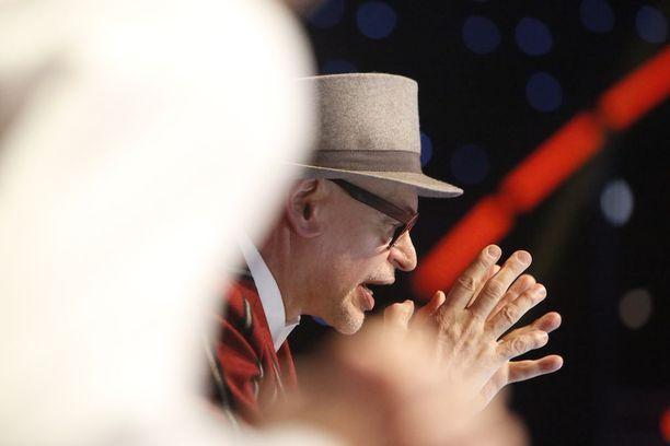 Jorma Uotinen kritisoi Eevin ja Janin esitystä.
