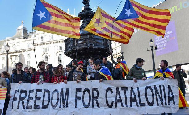 Myös Englannissa asuvat katalonialaiset osoittivat mieltään Espanjan hallitusta vastaan Lontoossa lauantaina.