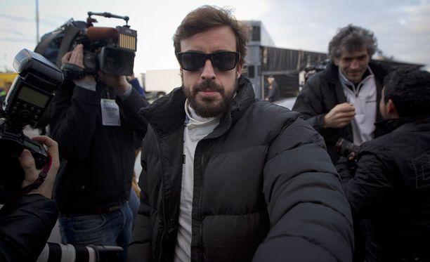 Fernando Alonso harmittelee F1-avauksen jäämistä, mutta ymmärtää yskän.