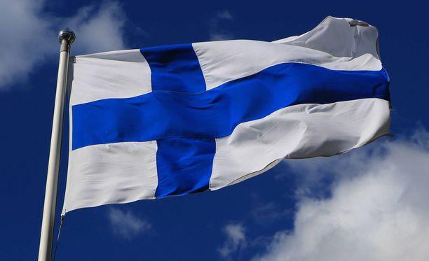 Tänään liput liehuvat luonnon ja satavuotiaan Suomen kunniaksi.