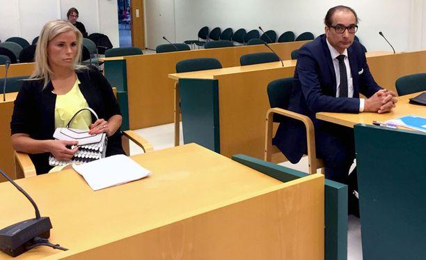 Hanna Kärpäsen mukaan hän ja Heikki Lampela ovat kihloissa, eikä marraskuun välikohtauksen jälkeen vastaavaa ole enää tapahtunut.