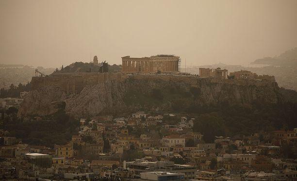 Ateenaan ei ole tunnetun historian aikana koskaan kulkeutunut näin paljon hiekkaa tuulten mukana.