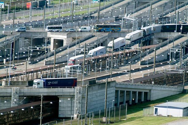 Englannin kanaali kuuluu Britannian tärkeisiin liikenneväyliin.