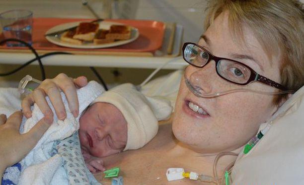 Tasha Trafford sai viettää 11 kuukautta poikansa kanssa.