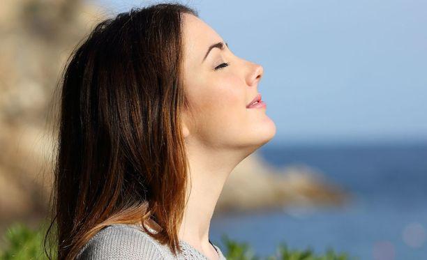 Hidas ja syvä hengitys voi rauhoittaa, kun hermostuttaa tai jännittää.