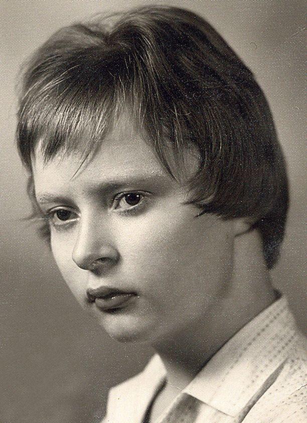 – Tässä on Oulun ensimmäinen veitsellä leikattu tukka! Olin 13-vuotias ja ostin ruotsin kieltä oppiakseni kioskista Damernas Värld -lehden.