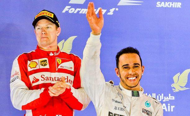 Kimi Räikkönen otti iisisti palkintopallilla.