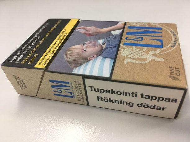 Heinäkuuhun 2019 mennessä tämäkin tupakka-aski on yli euron nykytilannetta kalliimpi. Toukokuun 20. päivään mennessä kaikissa Suomessa myytävissä tupakka-askeissa on täytynyt olla varoituskuvia tupakoinnin vaaroista.