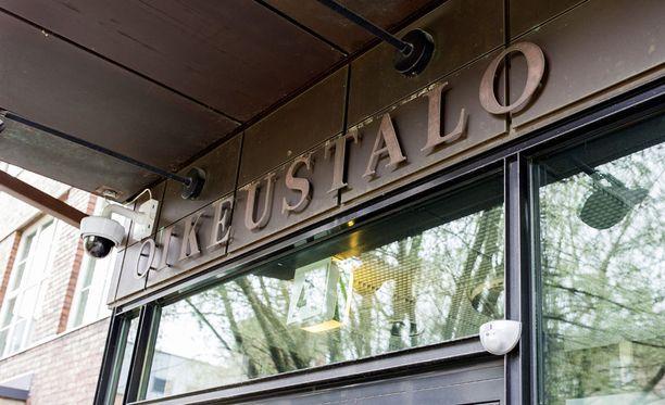 Pohjois-Savon käräjäoikeus tuomitsi asuntoyhtiön isännöitsijän puolen vuoden ehdolliseen vankeuteen törkeästä kavalluksesta.