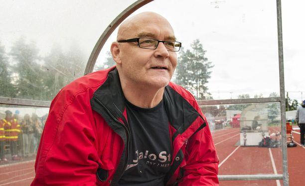 Entinen jalkapalloilija Atik Ismail kertoi Iltalehden livelähetyksessä kaksoisveljensä kuulumisista.