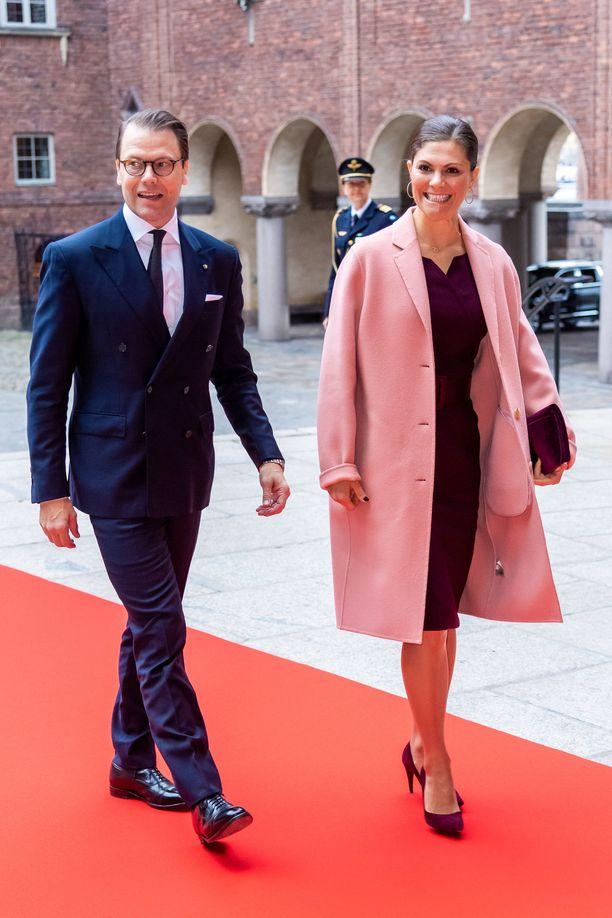 Victorian esimerkki rohkaisee hankkimaan talveksi pastellisävyisen takin iänikuisen mustan sijaan.