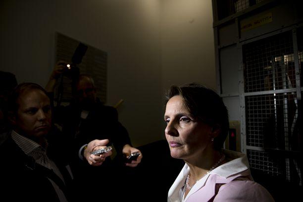 Tarkastusvaliokunta kuuli Finavian johtoa liittyen liikenne- ja viestintäministeri Anne Bernerin toimiin Finavian ohjaamisessa. Eduskunta. Anne Berner median edessä.