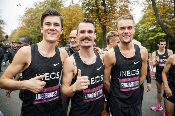 Ingebrigtsenin veljeskolmikko poseeraa Wienissä vuonna 2019.