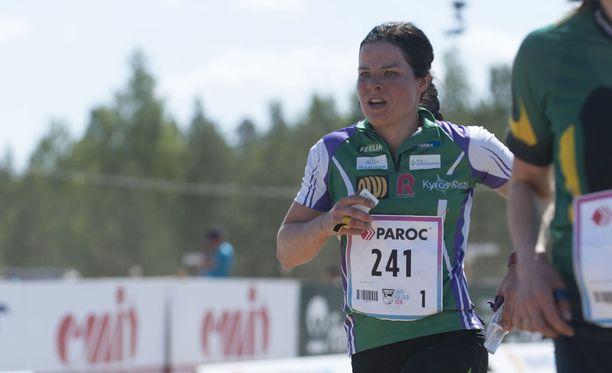 Krista Pärmäkoski on todella monipuolinen huippu-urheilija. Lauantaina hän säväytti Venlojen viestissä Hollolassa.