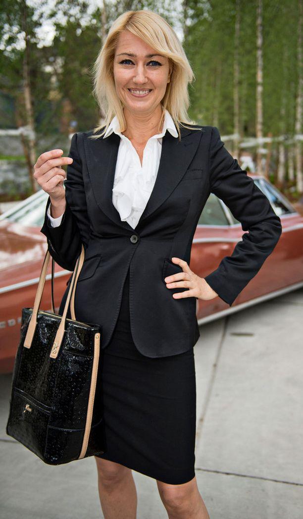 Maria edusti Guzenina-Richardsonina vielä kesäkuun lopussa USA:n suurlähetystön juhlissa Helsingissä.