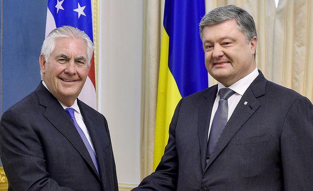 Rex Tillerson tapasi vierailullaan Ukrainan presidentin Petro Poroshenkon.