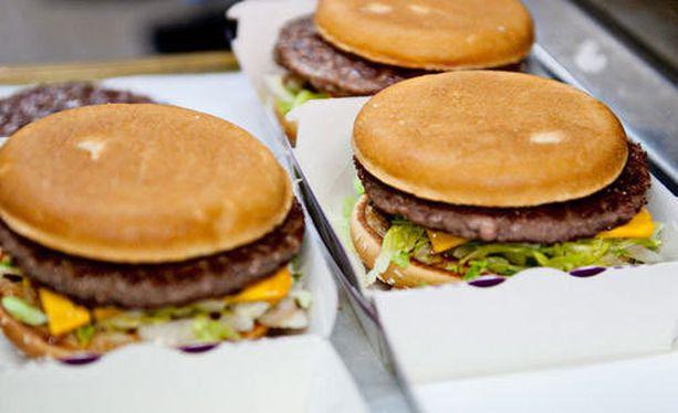 Pikaruoka lihottaa suurempien energiamäärien, suolan ja rasvan takia.