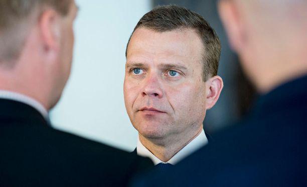 Nykyinen valtiovarainministeri Petteri Orpo (kok) ei saa kiitosta Raimo Sailakselta.