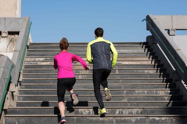 Kestävyyskuntoa tulisi parantaa liikkumalla useana päivänä viikossa yhteensä ainakin 2 tuntia ja 30 minuuttia reippaasti tai 1 tuntia ja 15 minuuttia rasittavasti.