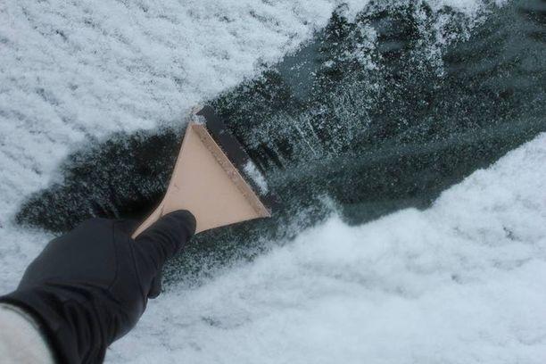 Ikkunoiden raapimiselta välttyy, kun käyttää moottori- ja sisätilalämmitintä.