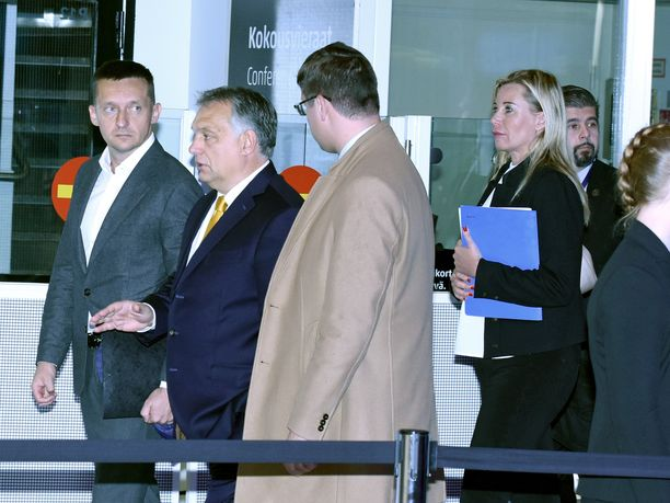 Unkarin pääministeri Victor Orbán viihtyi keskiviikkona Messukeskuksessa vain tunnin - menemättä lainkaan itse kokousalueelle.