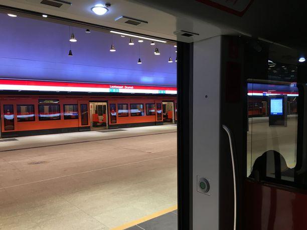 Metroliikenne saattaa alkaa maanantaina harvennetuin vuorovälein.