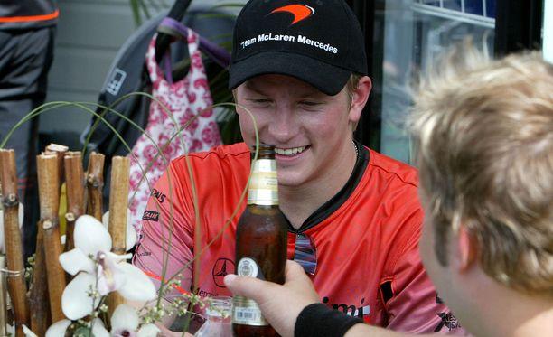 McLarenin mekaanikon uutuuskirjassa kerrotaan myös Kimi Räikkösen vapaa-ajanvietosta.