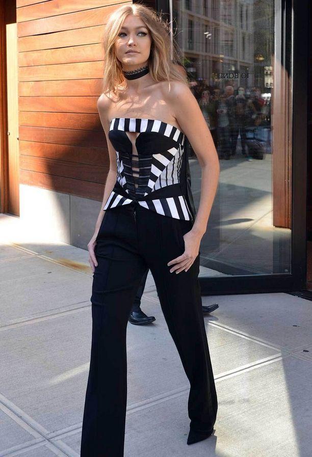 Gigi Hadid viihtyy seksikkäässä tyylissä.