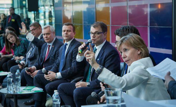 Uutissuomalaisen kyselyn mukaan oppositiopuolueet ei halua eristää oppositioon siirtyneitä perussuomalaisia.