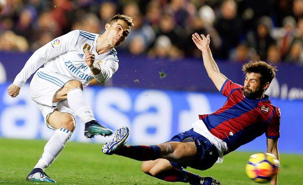 Cristiano Ronaldon Real Madridin sokeeraavan heikko kausi sai jatkoa Levanten vieraana.