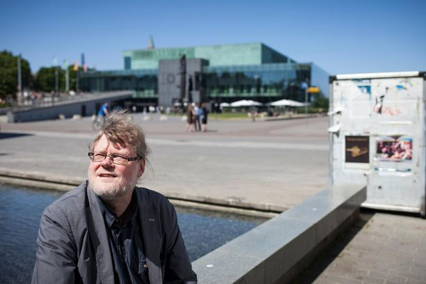 Professori Atso Almilan mukaan Finlandia on huono vaihtoehto kansallishymniksi, koska se ei sovi yhteislauluksi, eikä Sibelius tarkoittanut sitä laulettavaksi.