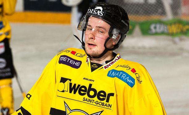 Tero Koskirantaa jäi nakertamaan Alexander Bonsaksenin koukku.