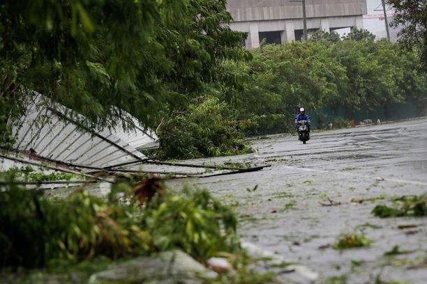 Filippiineiltä taifuuni siirtyy kohti Hongkongia.