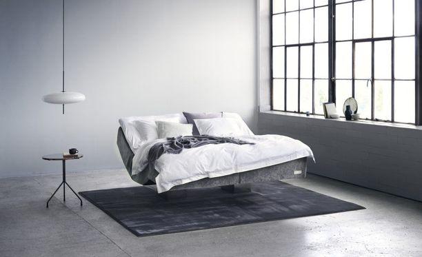 """Tämä sänky poikkeaa jo ulkoisesti """"tavallisista"""" sängyistä. Ruotsalainen sänkyvalmistaja Carpe Diem Beds, Vindö-sänky (lanseerataan loppukesästä 2018)."""