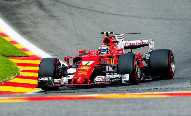 Kimi Räikkönen oli yksi niistä, joilla oli Belgiassa ongelmia takarenkaiden tärinän kanssa.