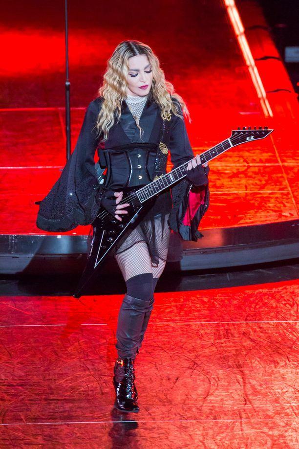 Laulaja Madonna on ottanut raskaasti Rocco-pojan muuton.