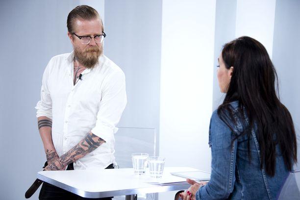 Wallu Valpio esitteli Sensuroimaton Päivärinta -ohjelmassa tatuointejaan.
